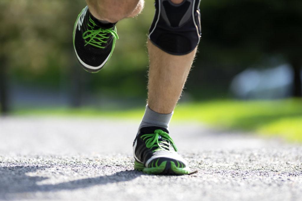 תמונה של רגליים רצות, פציעות ספורט